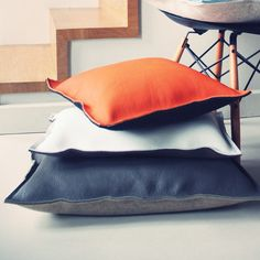 Cushion in pure wool felt on one side and leather on the other side. 3 sizes…