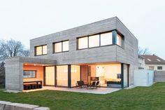 Dieses moderne Einfamilienhaus beweist, dass der Bauhausstil nicht nur stylish ist, sondern auch ganz schön gemütlich sein kann.