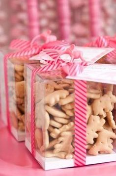"""Animal Crackers: This would make an adorable """"I'm Wild About You"""" Valentine. I would mix in some of the pink and white iced animal crackers to make it more festive! Shower Party, Baby Shower Parties, Baby Shower Themes, Baby Shower Gifts, Shower Ideas, Bridal Shower, Diy Baby Shower Favors, Jungle Theme Baby Shower, Dumbo Baby Shower"""