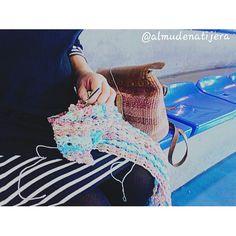 Ahora mismo.... #crochet #ganchillo #ganxet #fetama #hechoamano #eskuzeginda #instamoment #instafoto #instamallorca #igersmallorca #igersbalears #crochetaddict #instacrochet #alcudia #kakorratza #artisautza #artesanía #crochetersofinstagram #crochetlover #eskuzeginda #chal #shawl #crochetshawl #katiayarns #katiajaipur #echarpe by almudenatijera