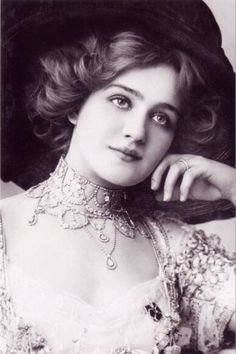 Lily Elsie - Edwardian actress and beauty.  Rachel Weisz bears a striking resemblance to her...IMO.  Ancestor perhaps?