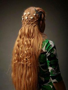 This has elements of Enna--the camoflauge, the hair--that could possibly be a hairstyle she would wear to a ball or ceremony. But it's lacking something of her personality...