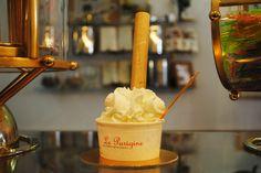 La famosa panna con cialdone!  http://www.leparigine.it/