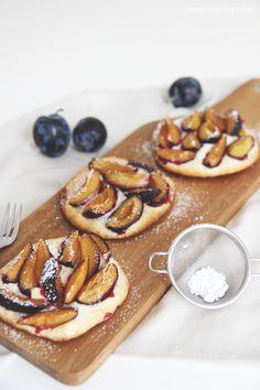 Guest Post by @Vivienne Matz: Plum pastry (Pflaumen-Taler) on http://dreierlei-liebelei.blogspot.de