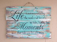Taking a moment to remember what's important in life. Pallet Art, Barn Wood, Wood Pallet Signs, Pallet Boards, Pallet Fencing, Pallet Projects Signs, Old Wood Projects, Pallet Crafts, Diy Crafts