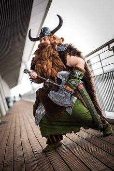 """dudus-senchou: """" Compilation about my MCM London Comic Con / EuroCosplay experience aka my favorite photos :D So this is my improved Stoick the Vast costume from the 2nd How to train your dragon movie..."""