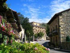 Palacio de Soñanes al fondo, Valles Pasiegos #Cantabria #Spain #Travel