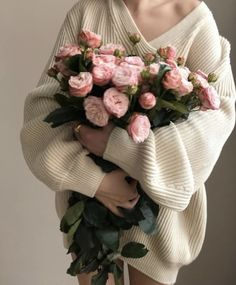 Hairstyles and Beauty: The Internet`s best hairstyles, fashion and makeup pics are here. Girls With Flowers, Beautiful Flowers, Zombie Prom Queen, Spring Aesthetic, Flower Aesthetic, Princess Aesthetic, Arte Floral, Flower Power, Planting Flowers