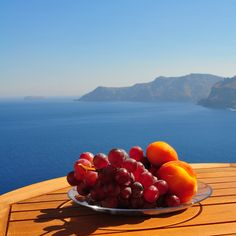 Santorini Hotels Santorini Accommodation Santorini Hotel Guide for budget & luxury hotels, apartments, studios, villas, honeymoon suites in Santorini. Santorini House, Santorini Hotels, Santorini Accommodation, Honeymoon Suite, Greece, Fruit, Vegetables, Greece Country, Vegetable Recipes