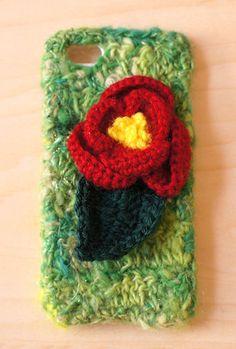 手つむぎ糸を使って編んだiPhoneケースです。天然素材のモヘアを染めて、つむぎました。糸に混ぜたラメが光ります。サイズは4/4s用になります。※お使いのパソ...|ハンドメイド、手作り、手仕事品の通販・販売・購入ならCreema。