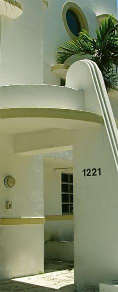 Henry Hohauser 1930's Studio Apartments Art Deco Rugs, Art Deco Decor, Art Deco Design, Art Deco Period, Art Deco Era, Architecture Details, Interior Architecture, Art Nouveau, Streamline Moderne