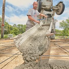 A long-time pro shares some terrific tips on how to pour a concrete driveway slab that will look terrific and last for decades. Diy Concrete Driveway, Poured Concrete Patio, Cobblestone Driveway, Concrete Pad, Concrete Driveways, Concrete Projects, Outdoor Projects, Driveway Ideas, Outdoor Ideas