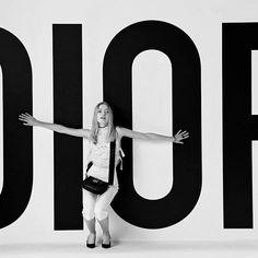 """A campanha de primavera 2017 da @dior estrelada pelas irmãs @ruthnotmay e @maynotruth e clicada por @brigittelacombe ganhou também um vídeo que mostra os acessórios-desejo da temporada! O filme faz parte do projeto """"The Women Behind the Lens"""" que celebra o trabalho de mulheres fotógrafas. #LOFFama  via L'OFFICIEL BRASIL MAGAZINE INSTAGRAM - Fashion Campaigns  Haute Couture  Advertising  Editorial Photography  Magazine Cover Designs  Supermodels  Runway Models"""