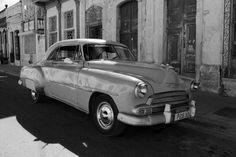 #cuba #cienfuegos #city #town #ville #batiment #building #voiture #car #noir #blanc