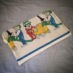 Rare housse de couette enfant Playmobil de 1989, fabriquée par Hacot Colombier, 100% coton, dimensions : 180x174cm. État d'usage bon avec quelques micro tâches vraiment très discrètes, pas de trous ou défauts. Voir autre photo pour détails. 20€ + fdp #playmobil #hacotcolombier #80s #houssedecouette #vintage