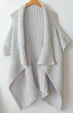A simple yet beautiful kimono crocheted cardigan pattern. Free pattern with photos to help. #diy #crafts