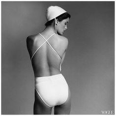 Francesco Scavullo :: Debbie Dickinson. 1977. For Vogue / vue de dos / bathing suit