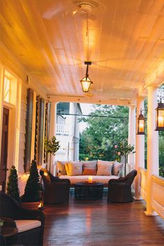 Home Decoration - Charleston has a thriving creative class, and in this food-obsessed town, it see. Front Porch Furniture, Garden Furniture, Rooms Furniture, Living Furniture, Furniture Companies, Furniture Ideas, Front Porch Garden, Front Deck, Summer Porch