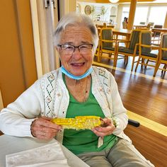 Residents at Dr. James Hemstock & Hearthstone Place in Lloydminster enjoyed a corn roast on a sunny September afternoon 😀☀️ #vervecares #community #cornroast #goodtimes #goodfood