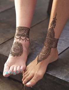 couples-idea-for-cute-henna-feet-tattoos-mandala-and-ankle-bracelet-effect-tatto. - couples-idea-for-cute-henna-feet-tattoos-mandala-and-ankle-bracelet-effect-tatto… – couples-id - Mehndi Designs, Henna Hand Designs, Legs Mehndi Design, Mehndi Patterns, Henna Tattoo Designs, Henna Leg Tattoo, Henna Ankle, Leg Mehndi, Anklet Tattoos