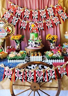 Country Birthday Party, 2nd Birthday Party Themes, Second Birthday Ideas, Birthday Party Centerpieces, Cowboy Birthday, Farm Animal Party, Farm Animal Birthday, Farm Birthday, Farm Themed Party