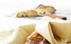 Strudel con pere e ricotta - La ricetta dello strudel con pere e ricotta è una variante sfiziosa del classico strudel alle mele, è buona e gli daremo anche un profumo di mandorle, inoltre al posto della pasta sfoglia useremo la pasta brisèe.