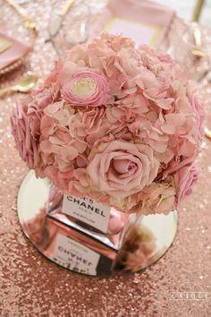 http://caratsandconfetti.com/2017/05/10/elegant-chanel-inspired-bridal-shower/