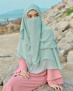 Hijab Gown, Hijab Evening Dress, Hijab Niqab, Arab Girls Hijab, Girl Hijab, Muslim Girls Photos, Muslim Women Fashion, Woman Fashion, Niqab Fashion