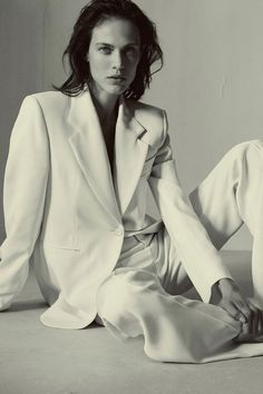 Isabel Marant Resort 2019 Fashion Show Collection: See the complete Isabel Marant Resort 2019 collection. Look 18 Isabel Marant, Fashion Gone Rouge, Model Test, Shooting Photo, Fashion Poses, Fashion Weeks, Moda Fashion, Fashion Top, Vogue Fashion