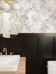 Wallpaper Accent Wall Bathroom, Bathroom Accents, Bold Wallpaper, Accent Wall Bedroom, Wallpaper For Bathrooms, Wallpaper Toilet, Wallpaper Designs For Walls, Peel And Stick Wallpaper, Wallpaper For House