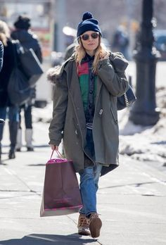 Sienna Miller Photos Photos - Actress Sienna Miller was spotted taking a  stroll with her husband 09547623d693