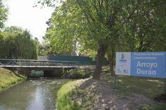 El canal de desagüe que atraviesa la ciudad es uno de los lugares de descarga. (Foto: Juan Thomes)
