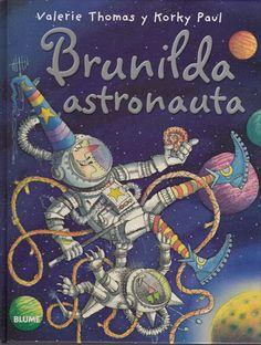 La aventurera bruja Brunilda y su inseparable mascota, el gato Bruno, inician un fantástico viaje al espacio. Tras un largo recorrido entre estrellas y platillos volantes, aterrizan sobre un apacible y silencioso planeta. La perspectiva de una placentera estancia en el bello lugar se ve truncada de repente por la aparición de unos conejos espaciales. Álbum ilustrado con profusión de colores e infinidad de detalles. #LIJ