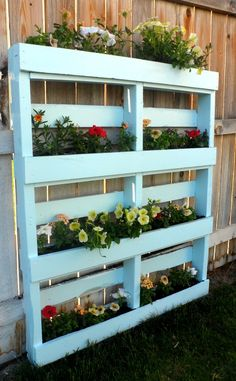 Two DIY Recycled Pallet Planters Two different ways to create a beautiful planter for flowers or herbs out of a recycled wooden pallet. The post Two DIY Recycled Pallet Planters appeared first on Pallet Diy. Wooden Pallet Projects, Pallet Crafts, Diy Pallet, Diy Projects, Pallet Fence, Pallet Ideas, Wood Pallet Planters, Garden Ideas With Pallets, Pallet Garden Projects