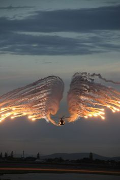 Helicopter Flares Photo by Jenny Reynolds -- National Geographic Your Shot Military Helicopter, Military Aircraft, Attack Helicopter, Airplane Photography, Amazing Photography, Angel Flight, Patriotic Pictures, Fighter Jets, Cool Pictures