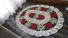 Parte 1 de 3 do tapete flores de jardim, a execução da flor e a união entre elas, vídeo com legendas.