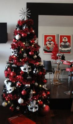 black christmas tree decorations 2013 black christmas tree red glitter decorations no masks though