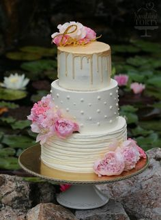 romantic wedding cake :  by Lucya  - http://cakesdecor.com/cakes/301797-romantic-wedding-cake