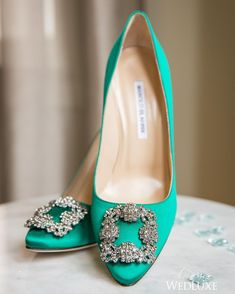 These emerald green @manoloblahnikhq shoes are the perfect pop of colour for any #bride! See more on WedLuxe.com (: @joannamossphotography, planning & design: @berryeventsbybrinn and @melissazouhair, floral: @gifvancouver, venue: @vancouverclub, shoes: @manoloblahnikhq)