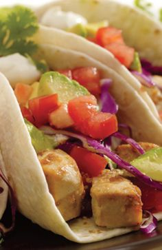 This recipe is a Marinated fish makes a refreshing taco filling that is quick to cook. Anna Olsen, Yummy Treats, Yummy Food, Taco Fillings, Mexican Food Recipes, Ethnic Recipes, How To Cook Fish, Fish Tacos, Light Recipes