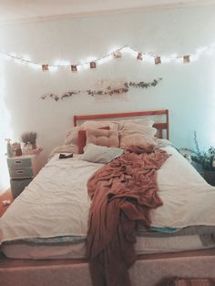 20 genius dorm room decorating ideas on a budget Dream Rooms, Dream Bedroom, Room Decor Bedroom, Dorm Room, Bedroom Inspo, Bedroom Ideas, Cute Room Decor, Cool Rooms, My New Room
