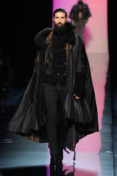 Paul Gaultier Fall 2011 Couture It's like a contemporary outfit for Vlad Dracul. John Paul Gaultier Couture, Fall Falling may refer to: Steampunk Fashion, Gothic Fashion, Look Fashion, New Fashion, High Fashion, Fashion Design, Fashion Clothes, Middle Age Fashion, Fashion Cape