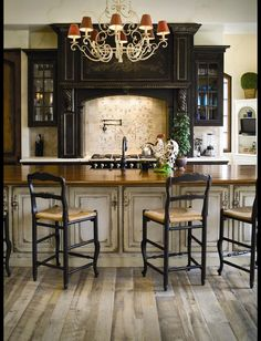 Again, not my taste but I like the atmosphere, the layout of the kitchen.
