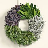 Cooks Herb Wreath Cooks will delight in this fragrant wreath made solely of culinary herbs that can be used in cooking: bay leaf, sage, rosemary and oregano. The herbs are shipped fresh and will remain useful as they dry. The wreaths are bound without Christmas Diy, Christmas Decorations, Italian Christmas, Cooking Herbs, Homemade Wreaths, Best Housewarming Gifts, Lavender Wreath, Deco Floral, How To Make Wreaths