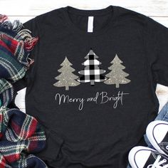 Long sleeved black and white buffalo check and silver glitter Christmas tree shirt. Merry and bright Source by etsy clothes fashion winter Winter T Shirts, Christmas Tee Shirts, Buffalo Plaid Shirt, Winter Fashion Outfits, Diy Fashion, Vinyl Shirts, Buffalo Check, Personalized T Shirts, Merry And Bright
