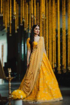 Lehenga Dupatta, Bridal Dupatta, Lehnga Dress, Sabyasachi, Saree Blouse, Dress Indian Style, Indian Fashion Dresses, Frock Fashion, Indian Gowns