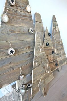 Super 37 Ways to make your Own Christmas Tree from Pallet Wood http://godiygo.com/2017/11/26/37-ways-make-christmas-tree-pallet-wood/
