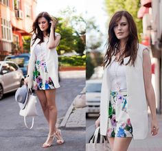 Mid-rise Flowers-printed Shorts ~ http://www.blackfive.com/p/mid-rise-flowers-printed-shorts-19043