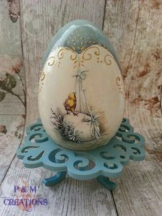 Easter egg with stand (easter eggs decoupage) Easter Egg Crafts, Easter Gift, Decoupage, Easter Egg Basket, Easter Eggs, Rock Crafts, Diy And Crafts, Easter Egg Pattern, Carved Eggs