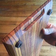 Diy Cutting Board, Wood Cutting Boards, Diy Wood Projects, Wood Crafts, Custom Woodworking, Woodworking Projects, Bd Design, Oak Chopping Board, Wooden Tool Boxes